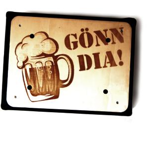 Bierkistenhocker mit Grafikgravur GöNN DiA | Biergeschenkidee