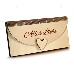"""Kuvert aus Holz mit Glückwunsch """"Alles Liebe"""" und Herzsymbol"""