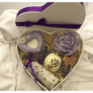 Herz-Geschenkbox Lavendel groß - verschiedene handgemachte Naturkosmetikartikel aus natürlichen Rohstoffen mit Lavendelduft