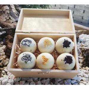 Geschenkbox Badepralinen Mix - handgemachte Badepralinen mit Rosen-, Lavendel- und Zitronenduft aus natürlichen Rohstoffen