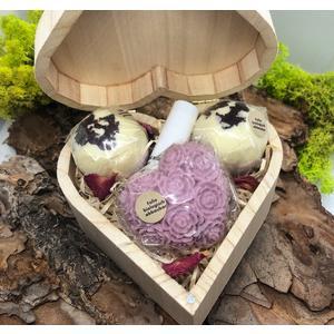 """Geschenkbox Rose """"Herz"""" - verschiedene handgemachte Naturkosmetikartikel aus natürlichen Rohstoffen mit Rosenduft"""