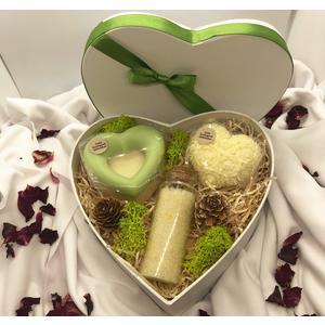 Herz-Geschenkbox Zitrone - verschiedene handgemachte Naturkosmetikartikel aus natürlichen Rohstoffen mit Zitronenduft