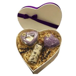 Muttertagsherz Lavendel - verschiedene handgemachte Naturkosmetikartikel aus natürlichen Rohstoffen mit Lavendelduft