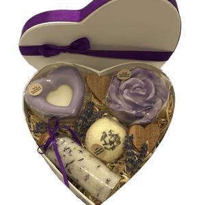 Muttertagsherz Lavendel groß - verschiedene handgemachte Naturkosmetikartikel aus natürlichen Rohstoffen mit Lavendelduft