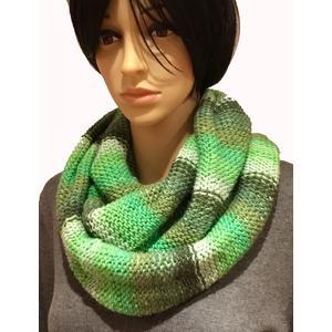 Bunter, warmer Schal, Loop in grün Tönen
