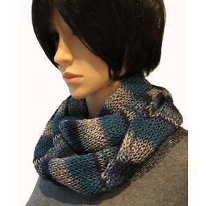 Bunter, warmer Schal, Loop gestreift