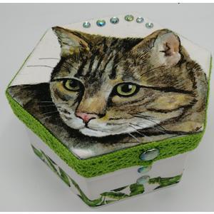 Box - Aufbewahrungs- / Geschenkbox 12 x 12 x 6 cm aus Karton - EINZELSTÜCK - Handgestaltet - Made in Austria
