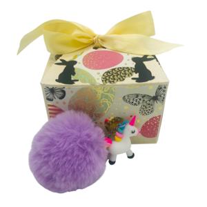 Ostergeschenk für Mädchen, Schlüsselanhänger Einhorn in Geschenkbox mit Ostermotiv, Geschenk zu Ostern, lila