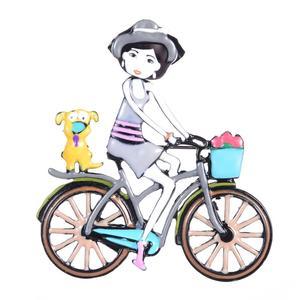 """Brosche """"Mädchen aam Fahrrad"""" Hand Made, Emaille, grau"""