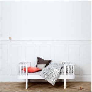 Junior und Kinderbett aus der Wood Collection von Oliver Furniture in weiß.