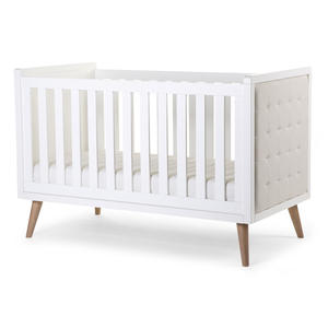 Das Retro Rio White Baby/Kinderbett (70x140cm) ist ein modernes, weißes