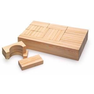 Bausteine aus Holz in Übergröße